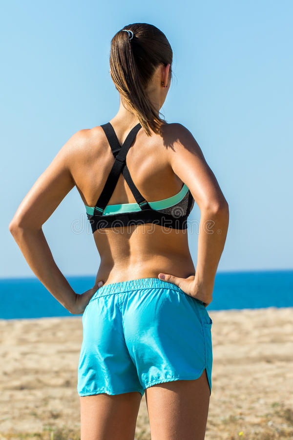 Tylni widok mięśniowa żeńska atleta obrazy stock