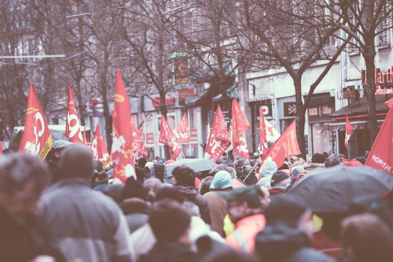 Tylni widok protestujący przy protestem przeciw Macron francuza governm obrazy stock