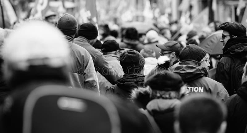 Tylni widok protestujący przy protestem przeciw Macron francuza governm zdjęcie stock