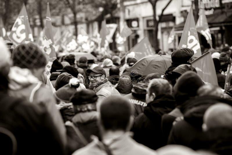 Tylni widok protestujący przy protestem przeciw Macron francuza governm fotografia royalty free