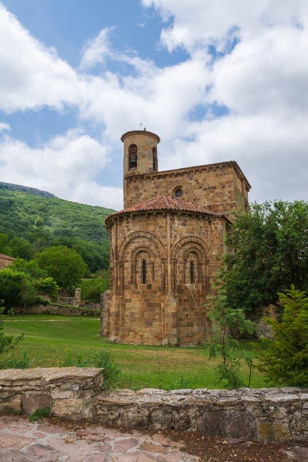 Tylni widok Uczelniany kościół San Martin De Elines twelfth wiek obrazy royalty free