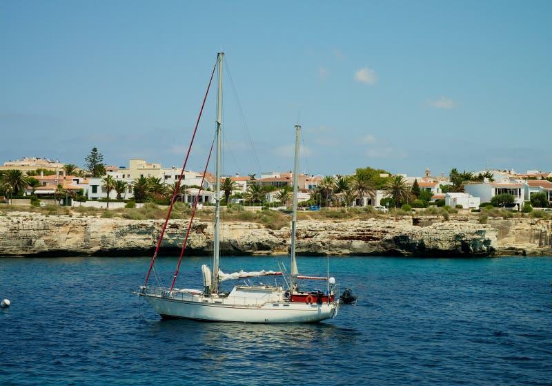 Download Tylny Kokpitu Schronienia Widok Jacht Zdjęcie Stock - Obraz złożonej z coastline, morze: 53785964