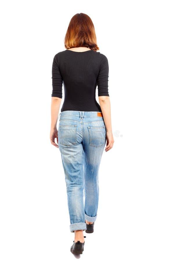 Tylny widok chodząca kobieta obraz stock