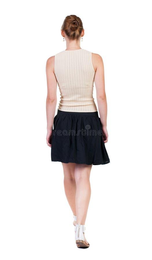 Tylny widok chodząca kobieta w sukni piękna blondynki dziewczyna w m zdjęcia royalty free