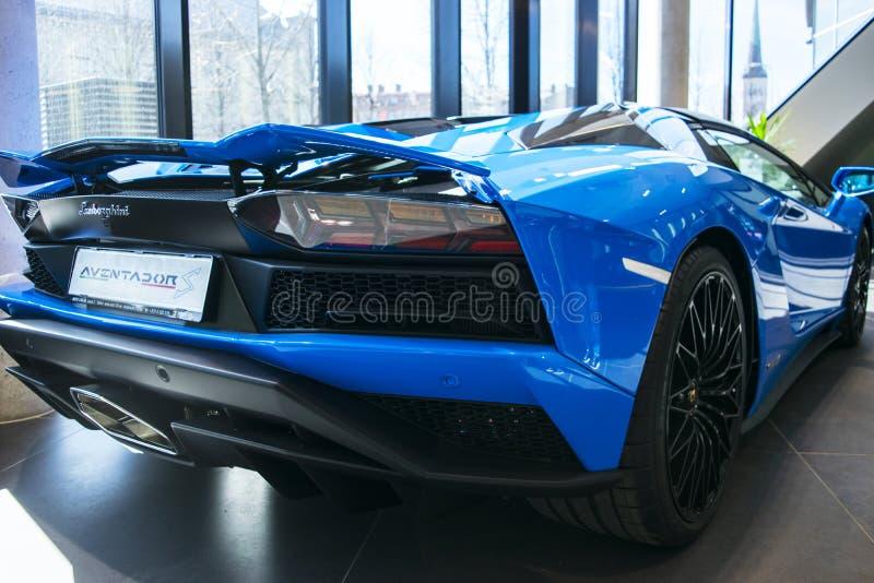 Tylny widok nowy Lamborghini Aventador S coupe nagłówek Samochodowy wyszczególniać Samochodowi powierzchowność szczegóły obrazy royalty free