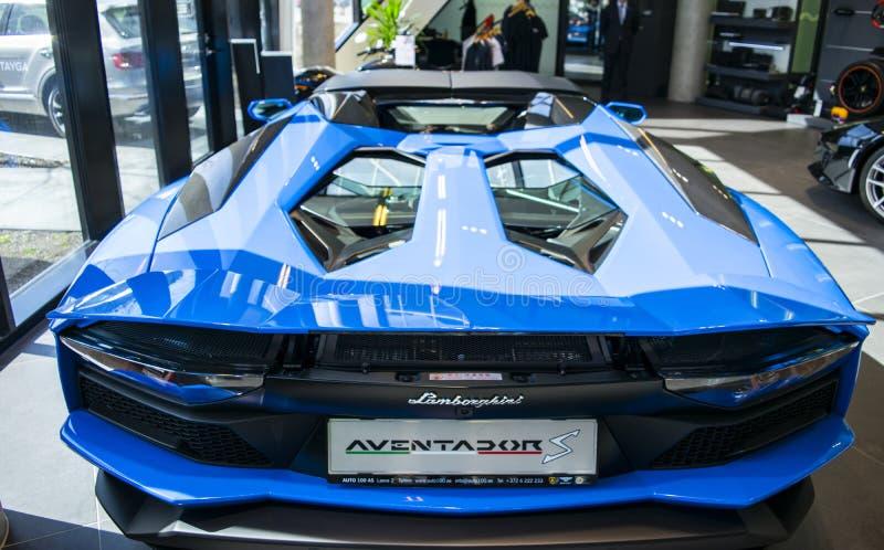 Tylny widok nowy Lamborghini Aventador S coupe nagłówek Samochodowy wyszczególniać Samochodowi powierzchowność szczegóły obraz royalty free