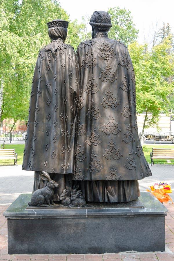 Tylny widok twentieth rzeźbiony skład dedykujący Święty książe Petr i Princess zdjęcie royalty free