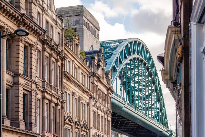 Tyne Bridge com arquitetura tradicional, cidade de Newcastle em cima de Tyne, Reino Unido fotografia de stock royalty free