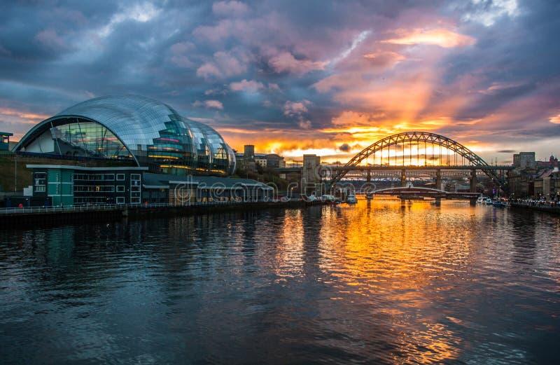 Tyne Bridges no por do sol fotografia de stock