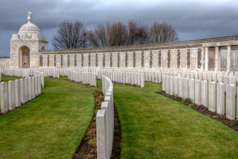 Tyne Cot Cemetery nei campi delle Fiandre fotografie stock
