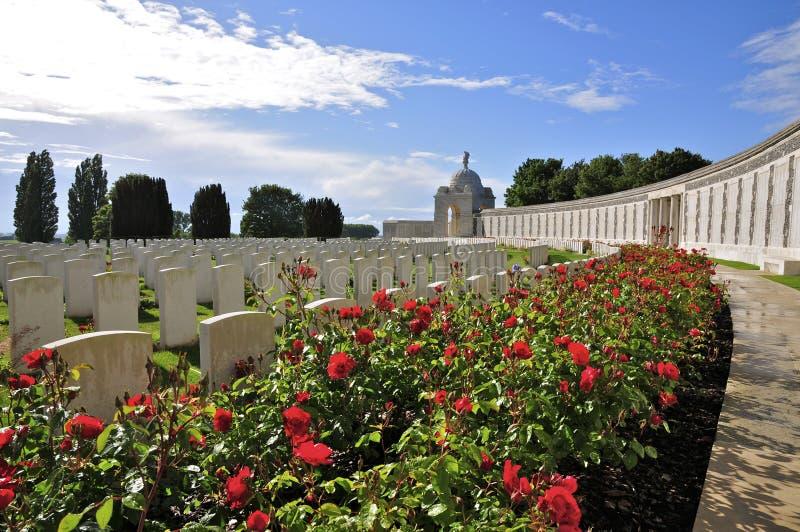 Tyne Cot Commonwealth Cemetery och minnesmärke royaltyfri foto