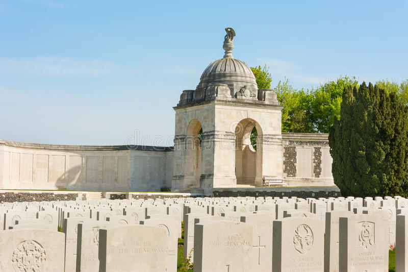 Tyne Cot Commonwealth Memorial vicino a Ypres immagini stock
