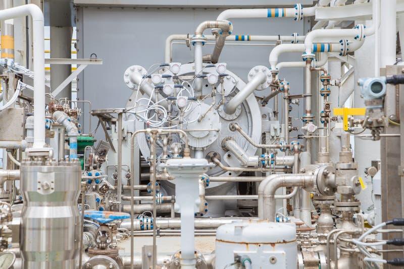 Typ för kompressor för gasturbin centrifugal på den centrala bearbeta plattformen för frånlands- fossila bränslen arkivbild