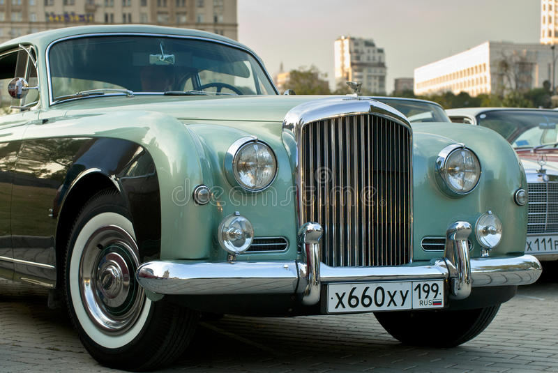 Type Continental (1954) de Bentley R sur l'exposition image stock