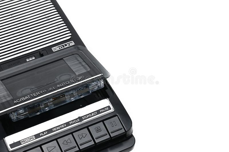 Type de bureau d'autrefois magnétophone à cassettes sur le backgr d'isolement blanc photo libre de droits