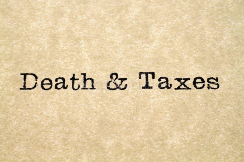 Type de machine à écrire de la mort et d'impôts images stock