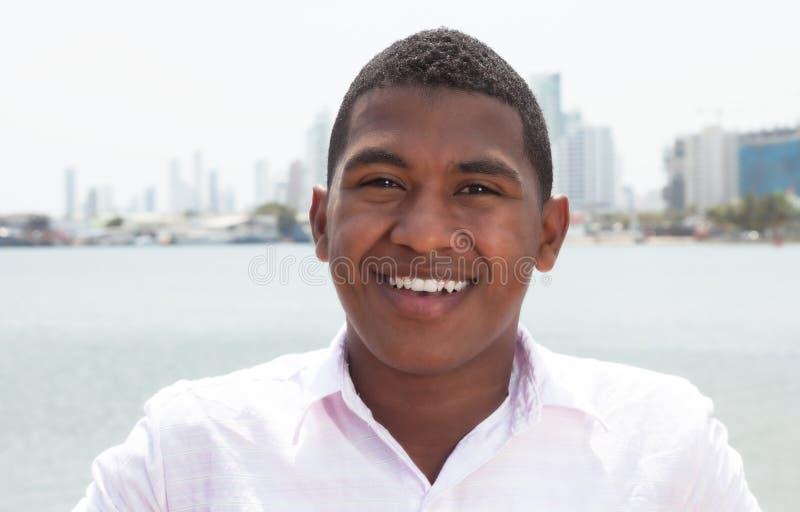 Type des Caraïbes heureux dehors photographie stock libre de droits