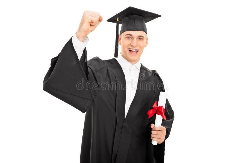Type heureux célébrant son obtention du diplôme photos stock