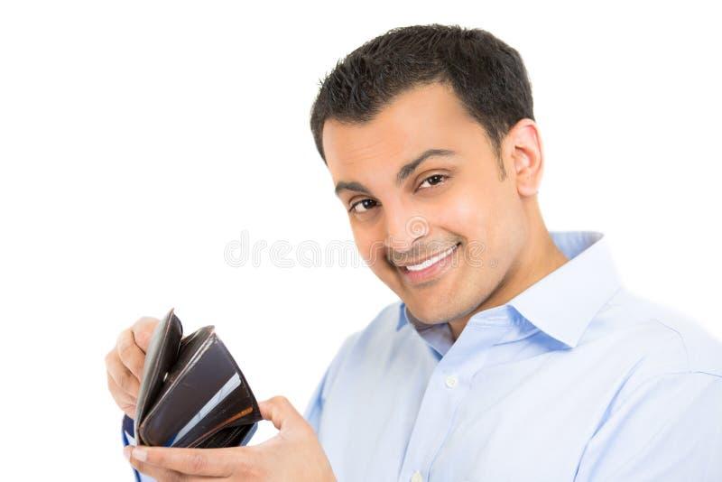 Type heureux et regardant par le portefeuille photographie stock