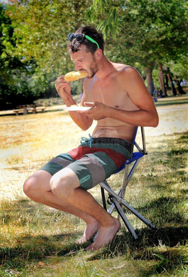Type maigre au pique-nique photo libre de droits