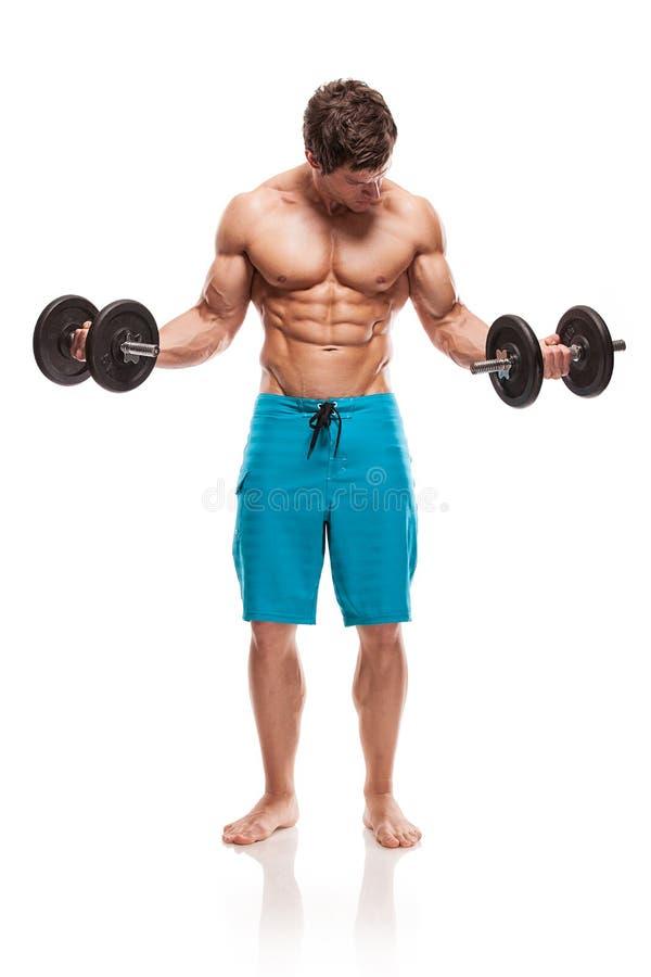 Type musculaire de bodybuilder faisant des exercices avec des haltères image libre de droits