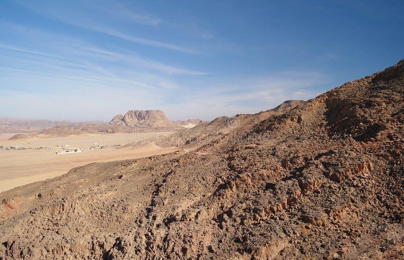 Type op woestijn en bergen, Egypte royalty-vrije stock foto's