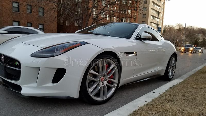 Type voiture de sport de Jaguar F blanche photographie stock libre de droits