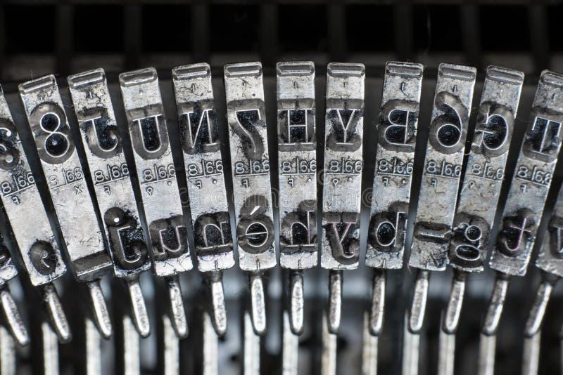Typebar de dactilografia da letra da máquina de escrever do texto velho imagem de stock royalty free
