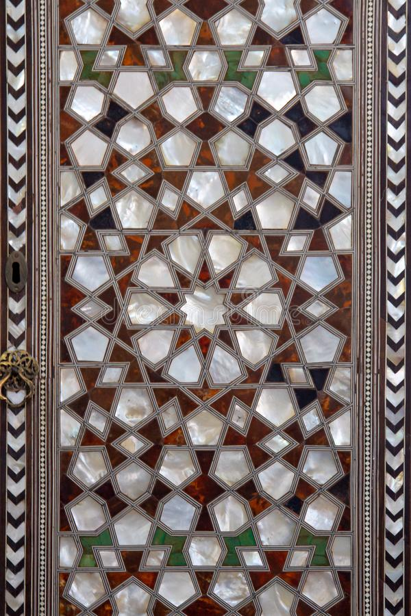 Types de carreaux de céramique avec l'ornement arabe Configuration florale bleue C?ramique turque images libres de droits