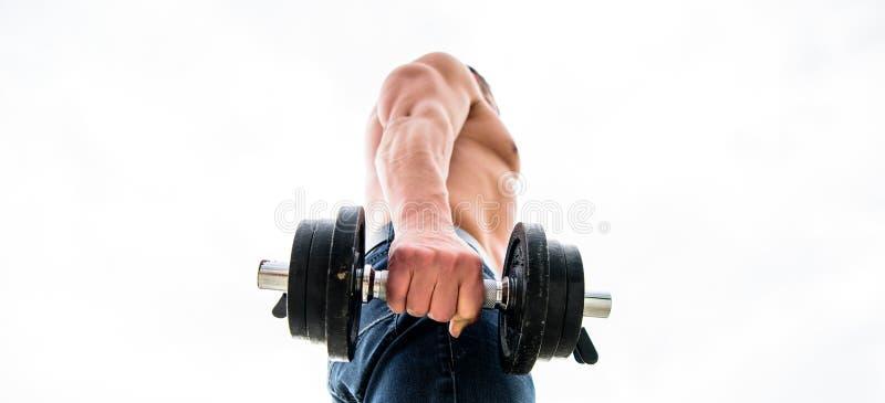 Types utilisations et risques de stéroïdes anabolisant Homme musculaire s'exer?ant avec l'halt?re Sportif avec le dos et les bras photos libres de droits
