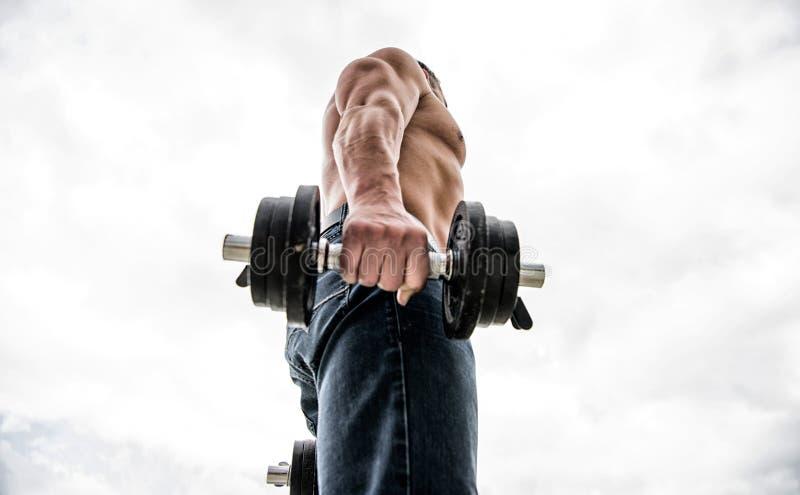 Types utilisations et risques de stéroïdes anabolisant sport de bodybuilding Mode de vie de sport Gymnase d'exercice d'halt?re Ho image stock
