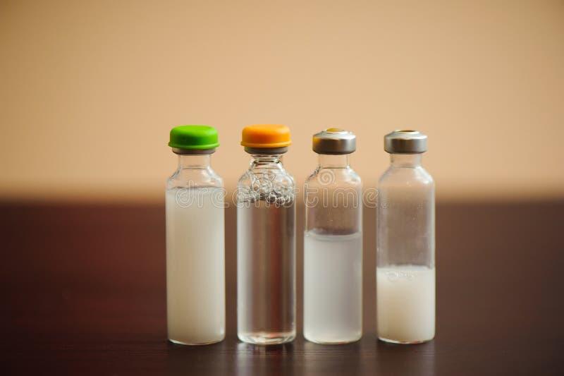 Types van insuline voor diabetes, gezondheidszorg en mensenconcept royalty-vrije stock afbeeldingen