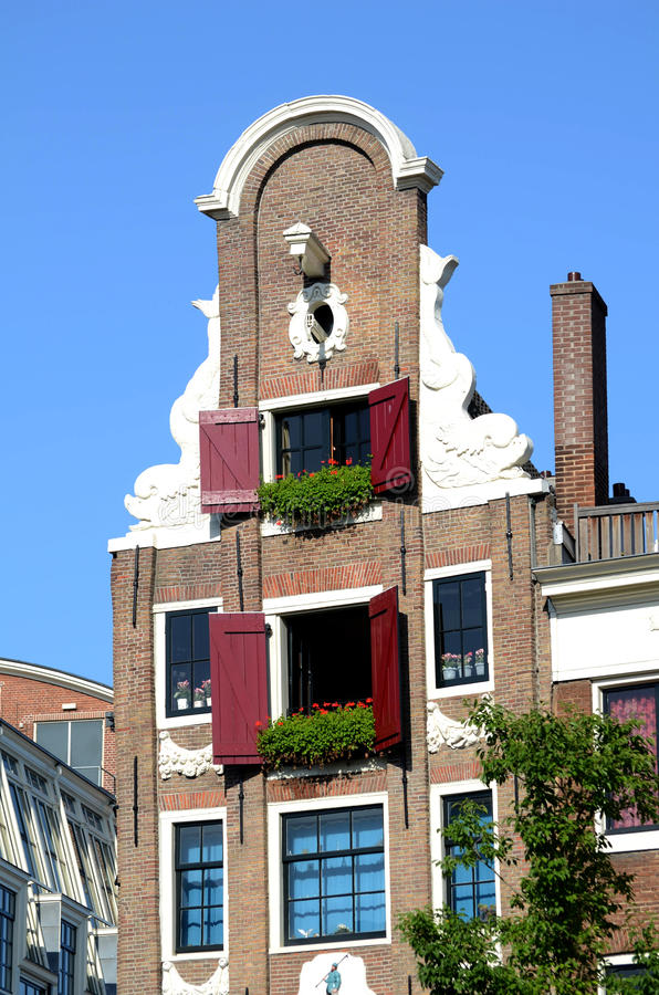 Download Typical House In Amsterdam With Geraniums In Window Stock Image - Image: 29306295