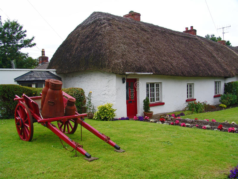 Typical thatched roof cottage in ireland stock photo for Houseplans vivente del sud