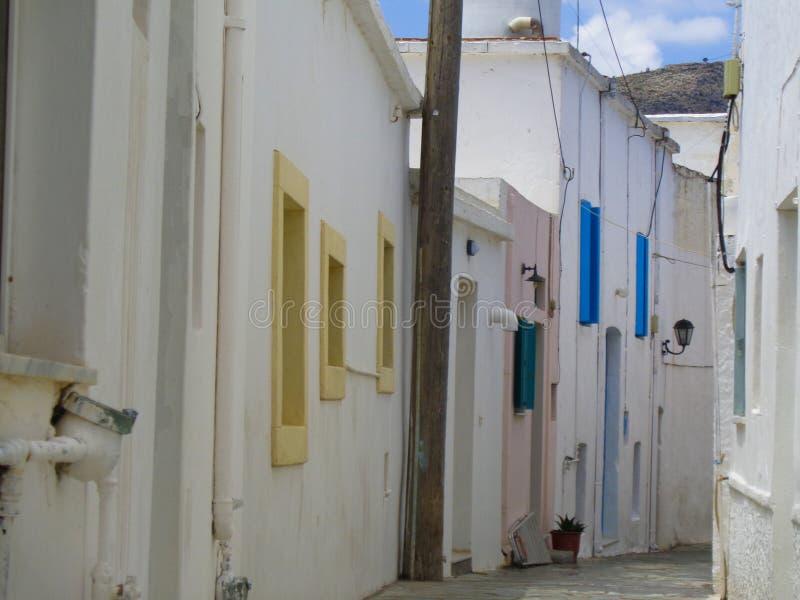 typicall huizen in een klein dorp in Griekenland stock afbeelding