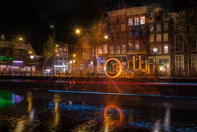 Typies Amsterdam, wielki miasto z udziałami woda, starzy budynki i kolory, obrazy stock