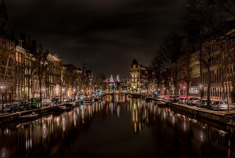 Typies Amsterdam, wielki miasto z udziałami woda, starzy budynki i kolory, fotografia royalty free