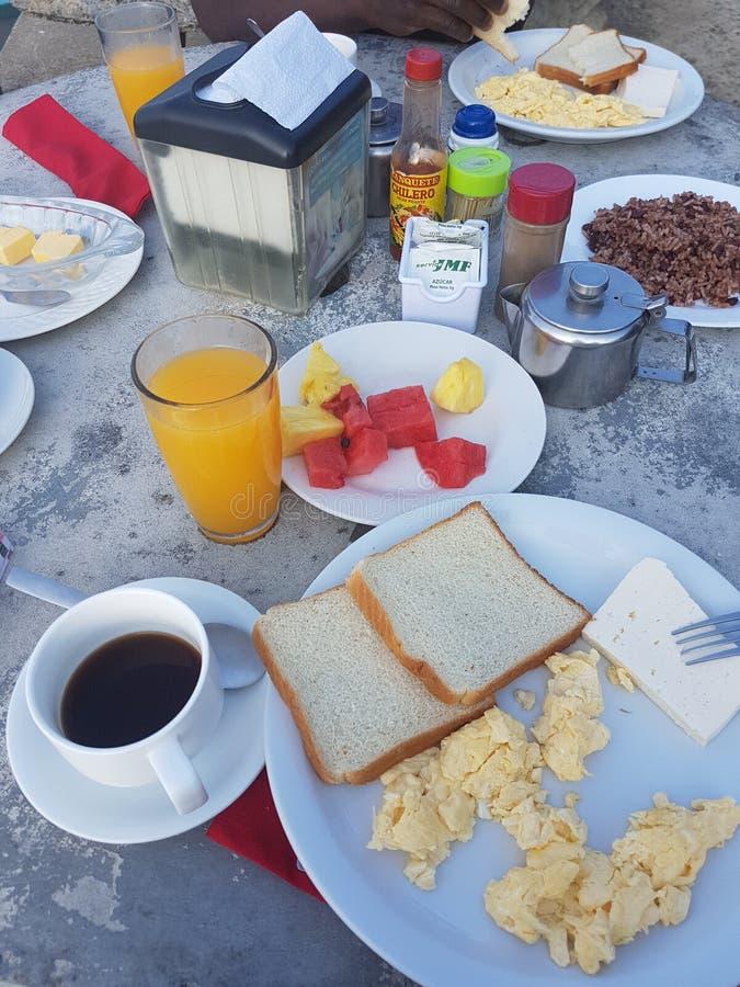 Typique costaricien le petit déjeuner avec Gallo Pinto photographie stock