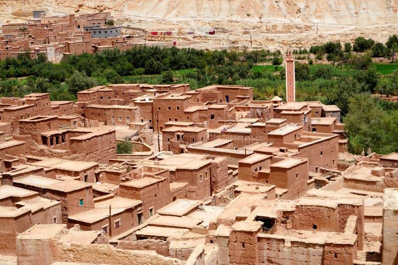 Typisch berberdorp van de atlasbergen in Marokko royalty-vrije stock afbeeldingen