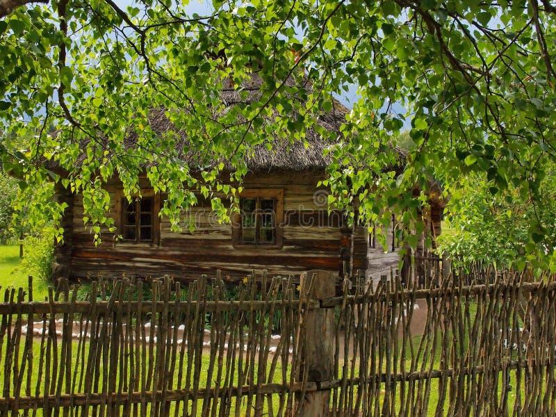 Download Typisch, Etnografisch Blokhuis Stock Afbeelding - Afbeelding bestaande uit kaunas, platteland: 39103651