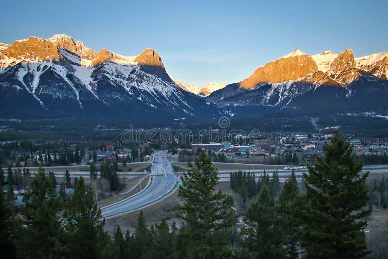 Typisch het terrasgezichtspunt van Benchalnds van het zonsopganglandschap frrom in Canmore, Alberta, Canada royalty-vrije stock fotografie