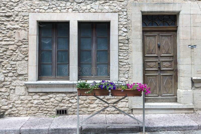 Typisch huis in heilige-Saturnin-les-Geschikt, Frankrijk royalty-vrije stock afbeeldingen