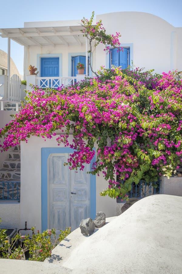 Typisch huis in Oia Santorini Griekenland stock foto's