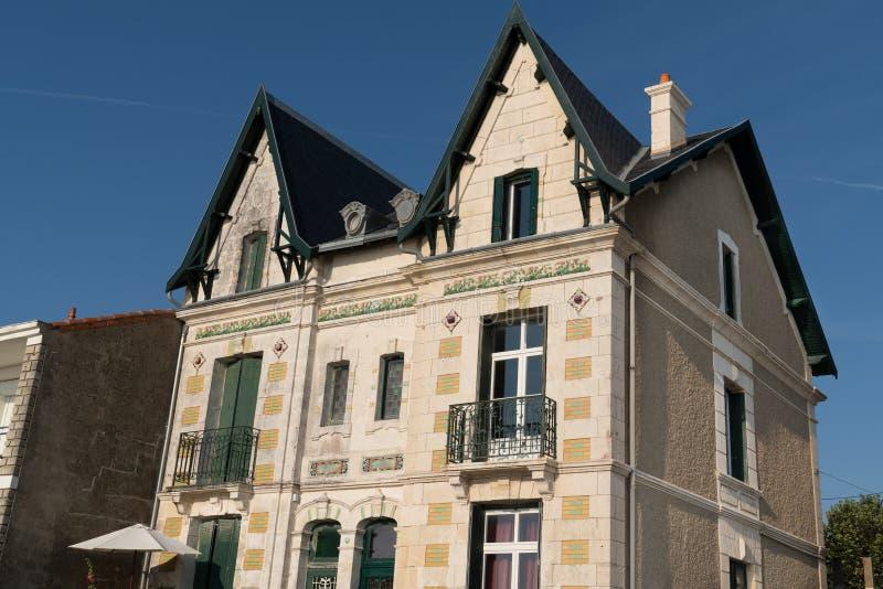 Typisch huis van de jaren '30 in het dorp van Fouras in Charente-Maritime Frankrijk stock foto's