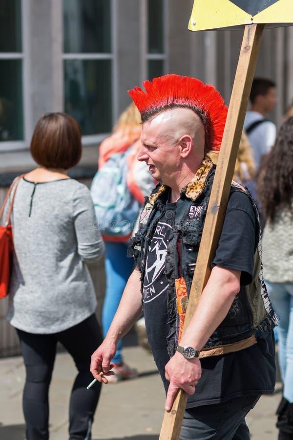 Typisch kapsel van een punker in Camden, Londen royalty-vrije stock fotografie
