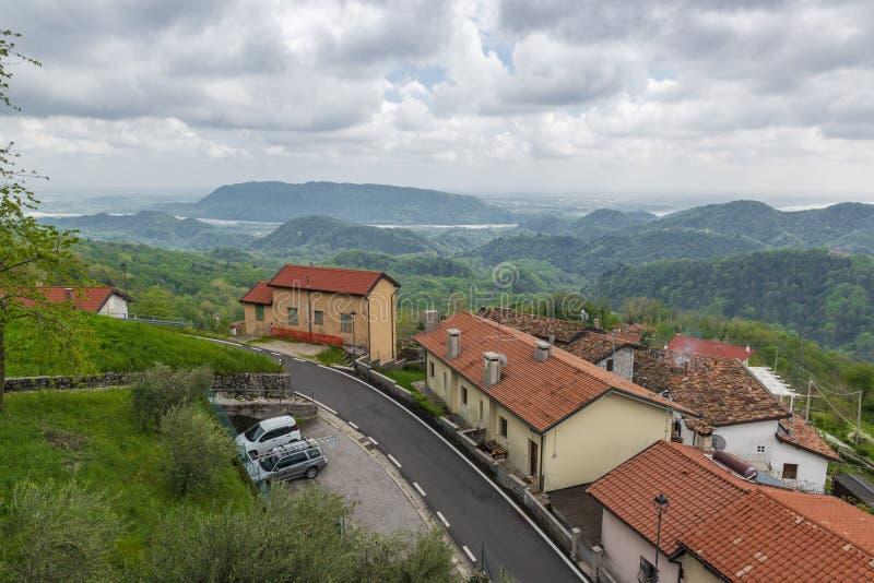 Typisch klein alpien dorp in Pordenone, Italië royalty-vrije stock fotografie