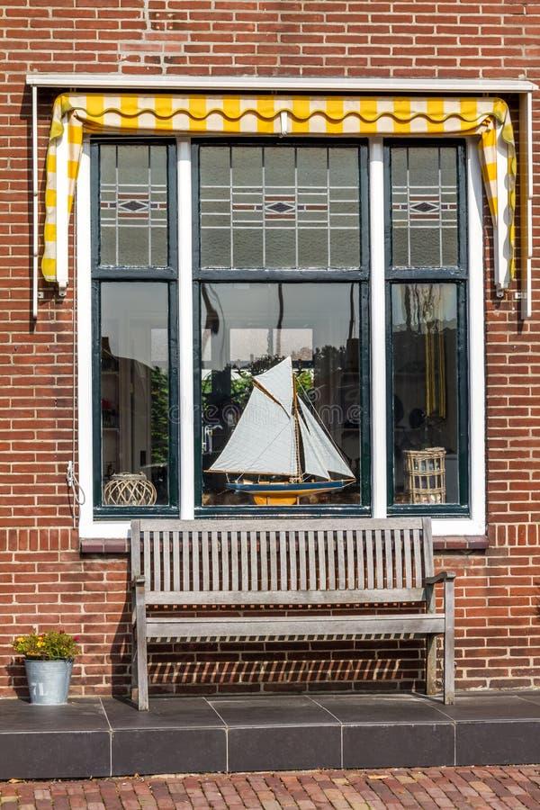 Typisch Nederlands woonkamervenster stock foto's