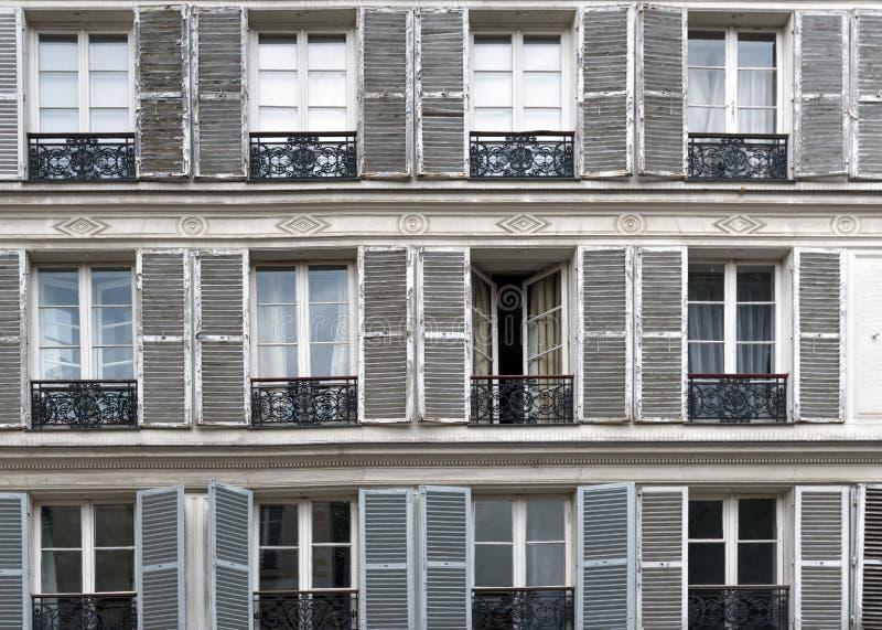 Typisch Parijse uitstekend venster dag Frankrijk royalty-vrije stock afbeeldingen