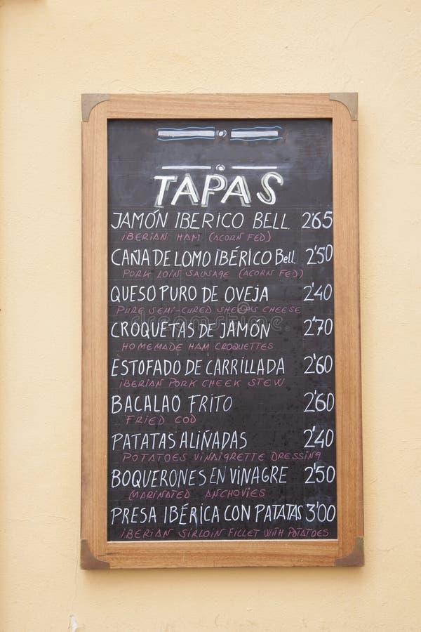 Typisch Restaurant Tapas Menu in het Engels en het Spaans, Sevilla stock afbeeldingen
