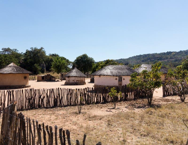 Typisch stammendorp in Zimbabwe stock foto's